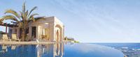 Ein Strandhaus direkt am Wasser symbolisiert Werte mit Bestand bei Mehrwertfinance.